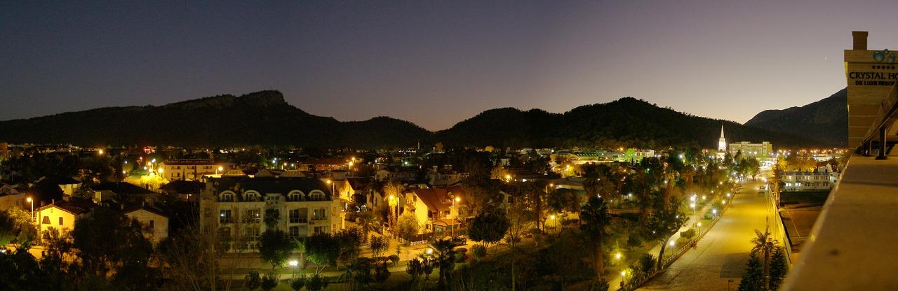 Кемер в ночью